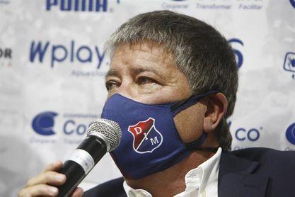 Hernán Gómez anuncia su salida del Medellín tras empatar con Santa Fe