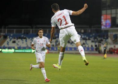 0-2. España sale del apuro con sufrimiento