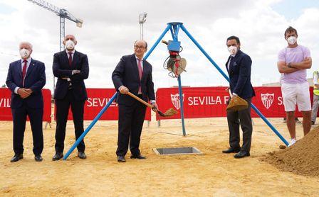 El Sevilla FC coloca la primera piedra del nuevo edificio de la ciudad deportiva