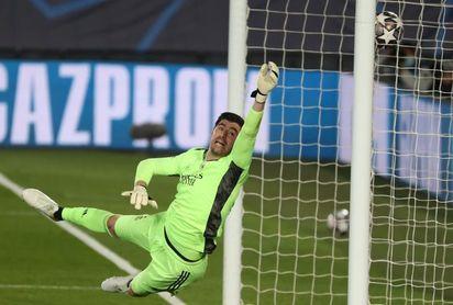 Courtois celebra el reencuentro con el Bernabéu y recuerda a Lorenzo Sanz