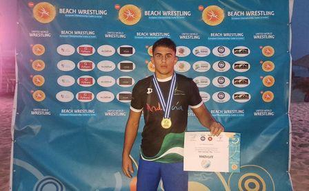 El luchador carmonense Felipe Ferrusola se cuelga un histórico bronce para España