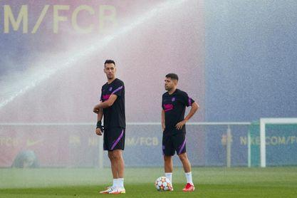 El Barcelona se entrena sin Jordi Alba ni Pedri, con lesiones musculares