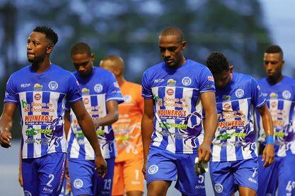 El Vida del portugués Fernando Mira es nuevo líder del torneo de fútbol en Honduras