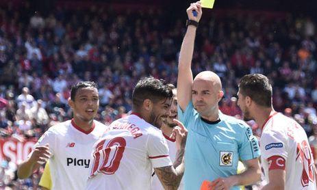 Un árbitro nefasto para el Sevilla ante el Espanyol