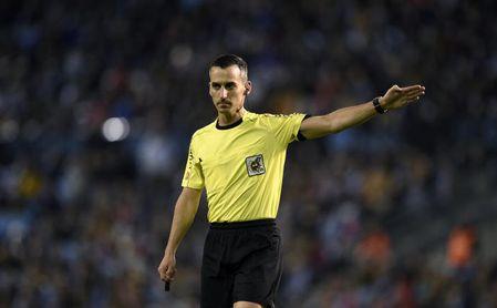 Dos triunfos y ocho derrotas con Jaime Latre, árbitro del Betis-Getafe