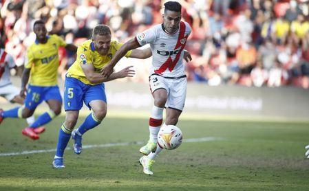 3-1. Isi y Falcao impulsan al Rayo frenando la inercia del Cádiz