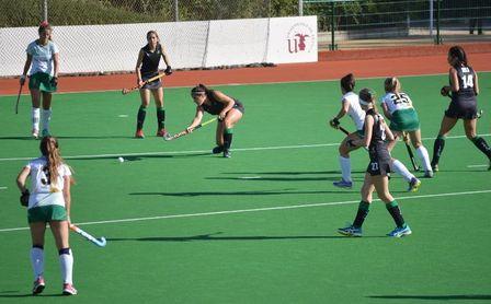 Hockey hierba en la Universidad para todas las edades.