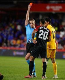 Diego Carlos, 100 partidos, dos rojas y un dolor de cabeza para Lopetegui