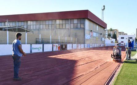 Osuna cambia su pista de atletismo con el apoyo del Plan Contigo