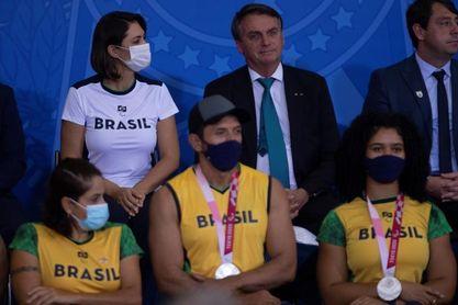 Bolsonaro recibe a deportistas olímpicos y recuerda su pasado de atleta