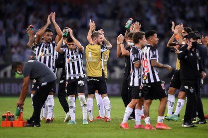 El colombiano Borrero marca pero el líder en Brasil cede empate al colista