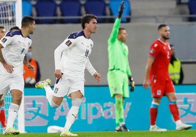 Dinamarca acaricia el Mundial; Isak presiona a España