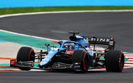 Alonso saldrá quinto en Turquía con otra 'pole' del sancionado Hamilton