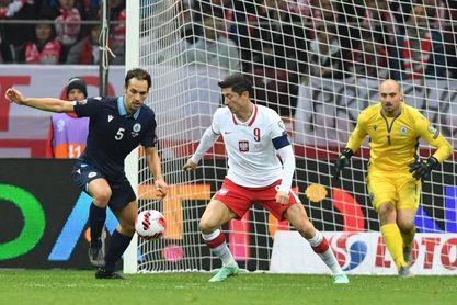 Polonia acelera sin gol de Lewandowski