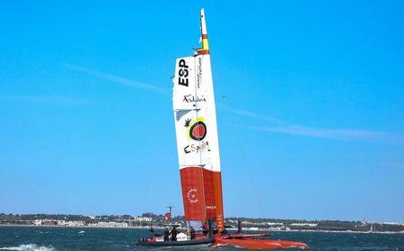 Abandono español en SailGP antes de empezar por volcar su barco