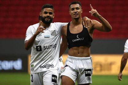 El Santos derrota al Gremio y lo hunde en la zona del descenso