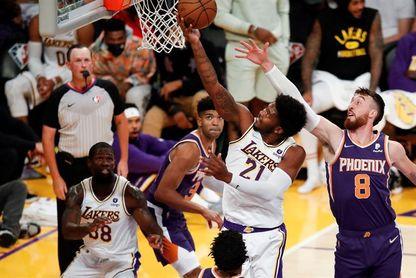 94-123. Chris Paul y Suns se exhiben ante Lakers, sin James