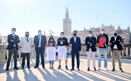 David Guevara, por el Ayuntamiento, y José María Arrabal, por la Junta, presidieron este jueves la presentación de la Media Maratón de Sevilla.